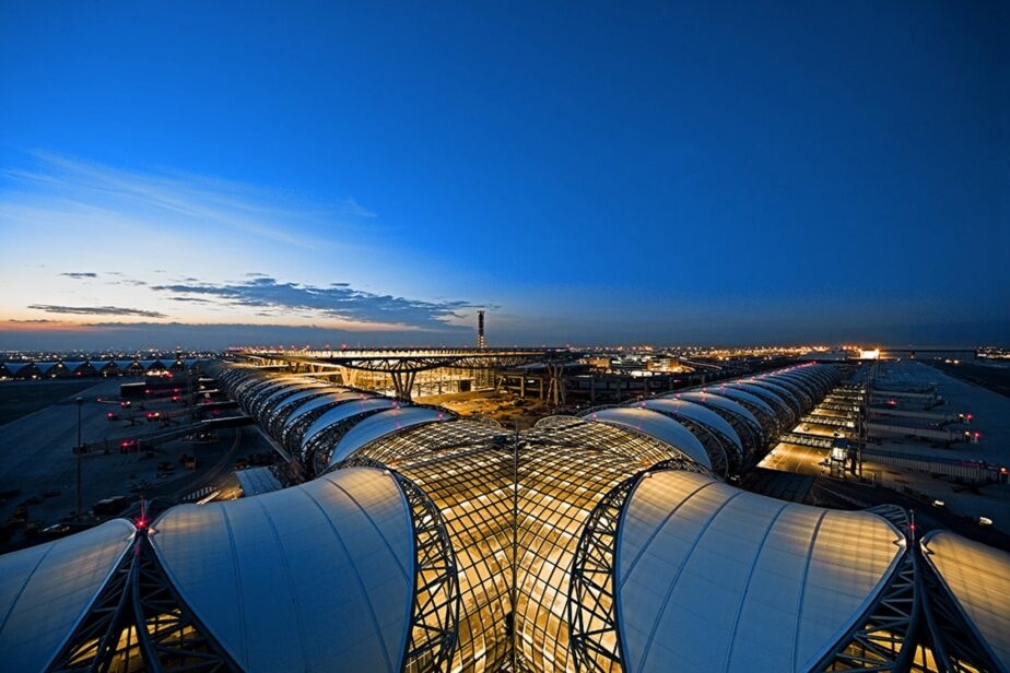 Airport / Flughafen Bangkok - 6