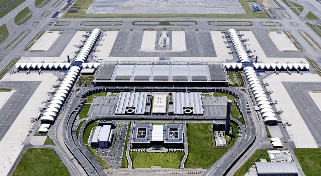 Airport / Flughafen Bangkok - 8